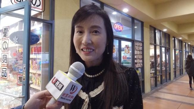 蒙市市議員候選人饒影凡表示年糕是自己過年最愛的美食。(記者金維多/攝影)