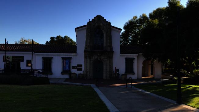 克萊蒙市藝術博物館,早年曾是火車站。(記者啟鉻/攝影)