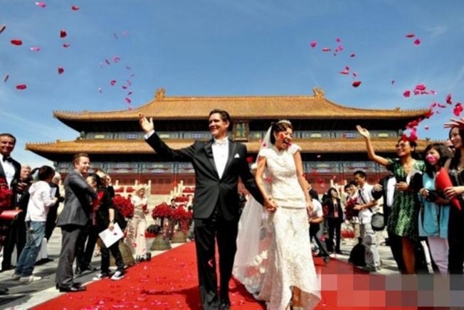 2009年9月9日,葉明子在北京太廟大婚。 (取材自微博)