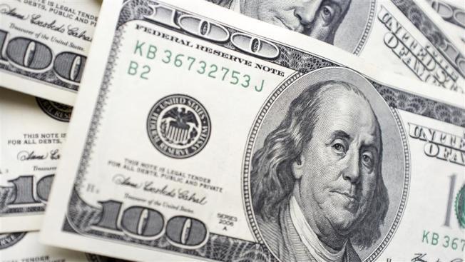 31--北灣一名婦人本周連續兩天購物 一次買400元物品,另一次買500元,兩次共900元,全用偽鈔付帳。(Getty Images)