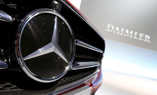 戴姆勒表示,2019年獲利將受到高達15億歐元的柴油排氣造假訴訟費所衝擊。(路透)