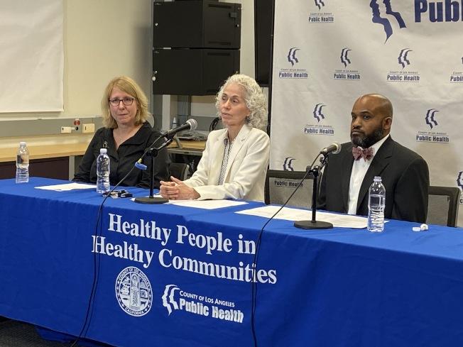 洛杉磯縣公共衛生局局長Barbara Ferrer(中)表示目前沒有發現武漢肺炎案例。(記者謝雨珊/攝影)