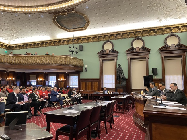 市議會交通委員會對開放網約車申請廣告牌提案進行公聽。(記者金春香/攝影)
