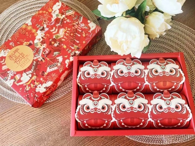 甜品業者推出新春禮盒裝。(讀者提供)