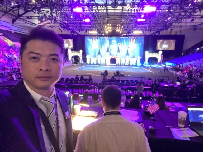 中華民國啦啦隊協會秘書長廖志華(左)應邀擔任評審。(廖志華提供)