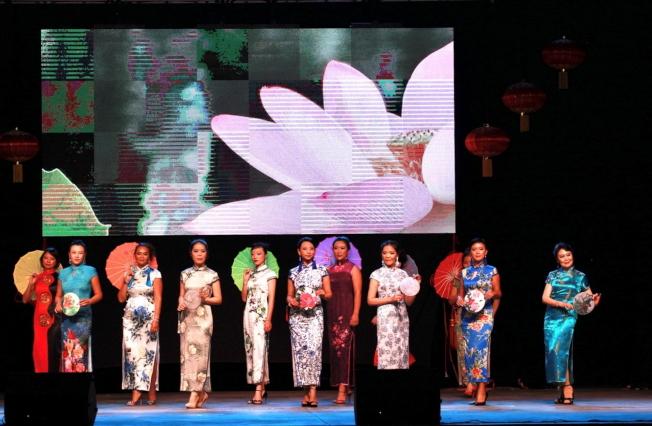 節目之一雲棠旗袍秀。(佛州華聯提供)