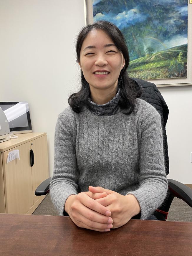 新任僑教中心副主任徐廣梅到任,而這也是她第一次外派。(記者李榮/攝影)