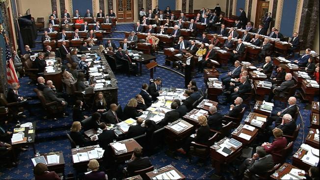 彈劾審理過程中,參議員禁用手機、禁咖啡零食,也不得交談或傳字條,必須打起精神聽台上的發言。(美聯社)