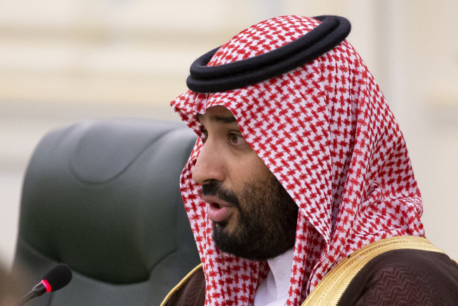 亞馬遜創辦人與「華郵」老闆貝佐斯的手機遭駭,據說與沙烏地阿拉伯王儲有關。圖為沙國王儲。(美聯社)