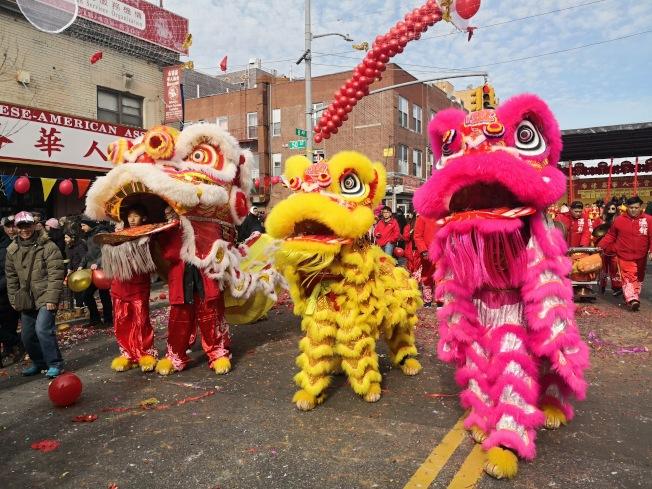 布碌崙8大道農曆新年遊行。(本報檔案照)