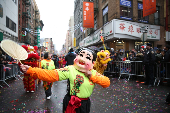 曼哈頓華埠新春花車大遊行。(本報檔案照)