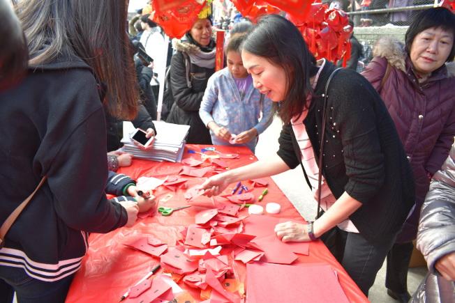 曼哈頓華埠新春炮竹文藝大匯演。(本報檔案照)
