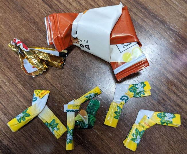 網友推測,會有「將包裝紙打結」的習慣,可能源自於日本的摺紙文化。圖取自/Twitter