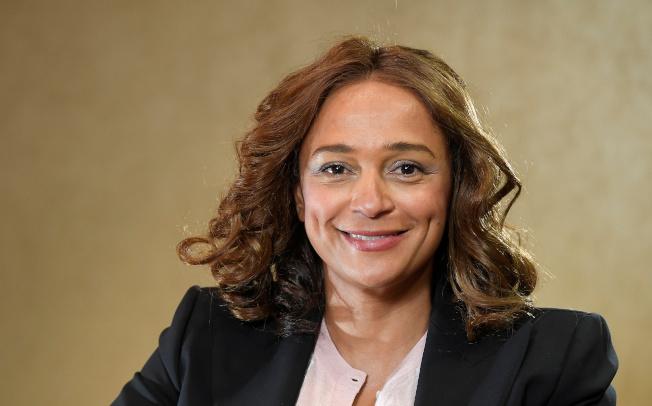 安哥拉前總統杜桑托斯的女兒、非洲女首富伊莎貝爾被爆利用父親職權累積約21億美元財富,目前被檢方起訴。路透