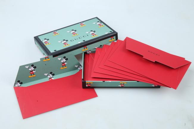 GUCCI運用農曆新年系列商品的米奇主題作為信封內裡,成了人人搶著收藏的俏皮紅包袋。記者許正宏/攝影
