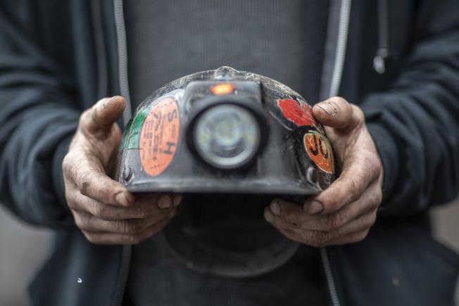 33--聯邦疾病防治中心最新報告顯示,全美的自殺率20年內飆升了40%,其中又以包括礦工在內的藍領階層職工風險最大。(美聯社)