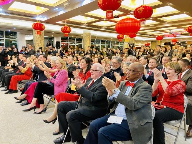 紐約中領館慶祝新春,並舉行焰火晚會,各界人士同慶。(記者鄭怡嫣/攝影)