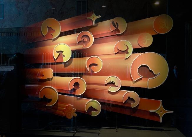 帝國大廈鼠年櫥窗展覽—「財鼠納福迎新歲」。(記者鄭怡嫣/攝影)
