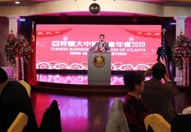 中國商會年會由副會長周奇峰主持。(記者張蕙燕/攝影)