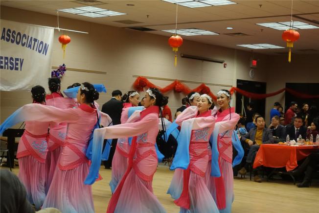 民族舞蹈表演。(記者謝哲澍/攝影)