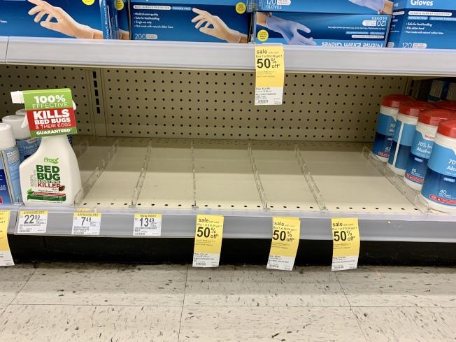 蒙特利公園市Walgreens店醫用口罩23日全售罄。(記者陳開/攝影)