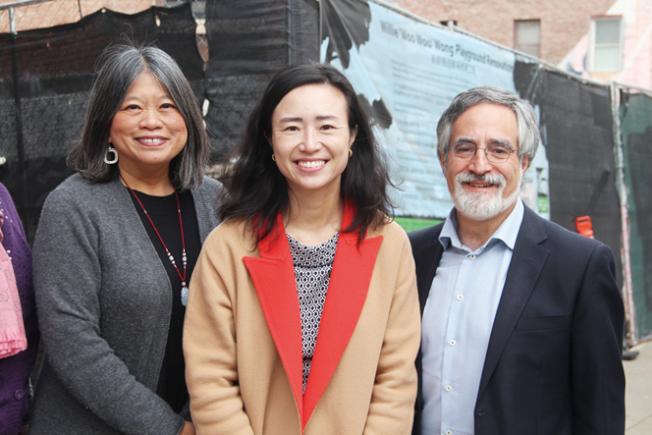 李麗嫦(左)與佩斯金(右)參與陳詩敏在華埠的造勢活動。(記者李晗╱攝影)