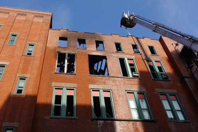 人力中心辦公地點被全數燒盡。(記者金春香/攝影)