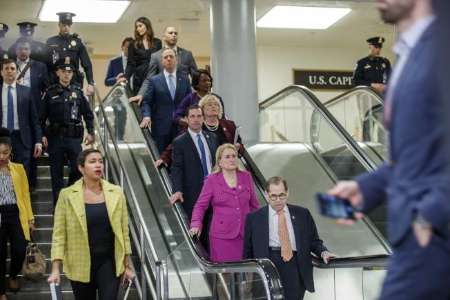 七名來自眾院的彈劾經理,經過三天陳述,把川普描繪成一個霸道而不守法的總統。(歐新社)