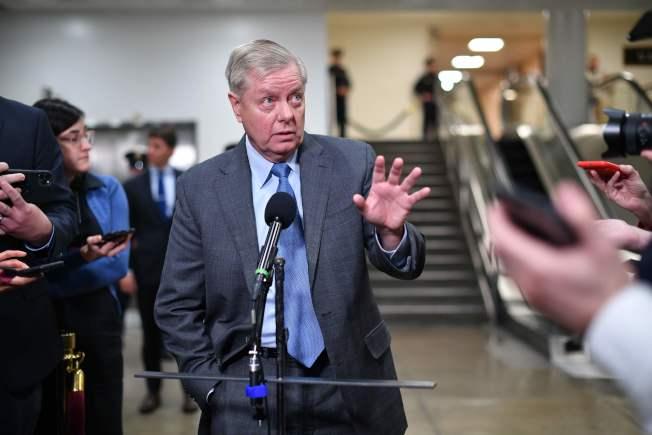 挺川普的共和黨籍國會參議員葛理漢猛批民主黨的指控毫無根據。(Getty Images)
