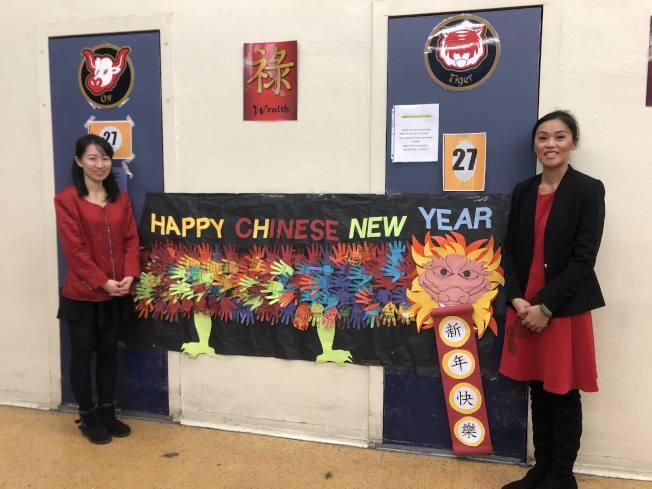 蒙特利公園市Bella Vista小學兩位中文老師Grace(左)和Cindy。(記者王若然/攝影)