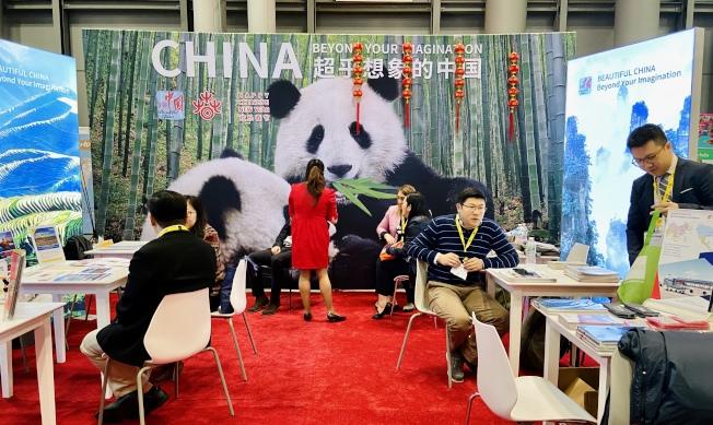 中國展位向民眾介紹不為外國遊客熟知的小眾景點。(記者鄭怡嫣/攝影)