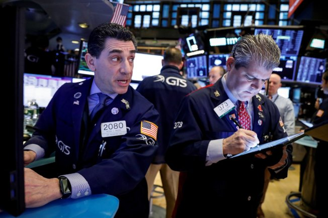 美股標普500指數24日下跌0.9%,創逾三個月最大跌幅。(路透)