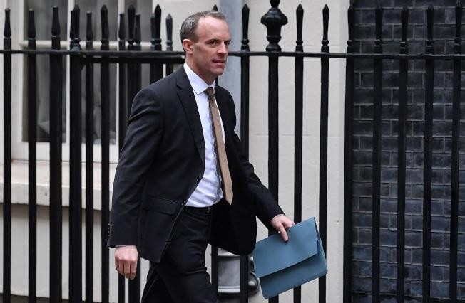 英國外相拉布23日準備步入唐寧街首相官邸。英國傳媒披露,拉布已指示部屬研究,看是否能透過空運方式,將200多名滯留武漢的僑民撤回英國。法新