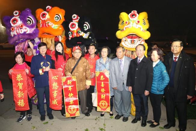 華裔民選官員及僑團首長參加般若修德善堂新春團拜。(主辦單位提供)