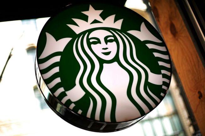武漢肺炎疫情蔓延,連鎖咖啡品牌星巴克25日宣布暫停湖北省境內所有門市營運。圖為星巴克招牌。 (美聯社)