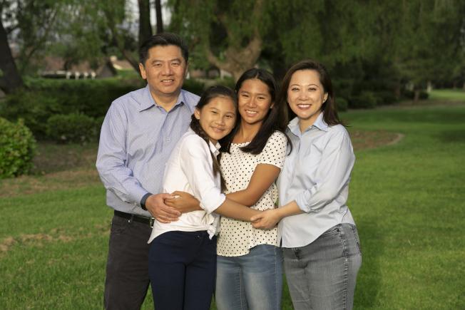 45區國會議員參選人黃瑞雅及其家人。(受訪者提供)