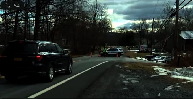 當地警方在封鎖街道對該起案件進行調查。(取自abc7視頻截圖)
