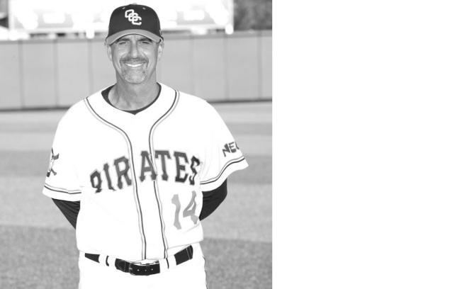 橙縣海洋學院棒球教練John Altobelli 26日搭乘直升機,不幸墜機喪生,同行還包括前湖人隊球星布萊恩特。(ABC7電視台)