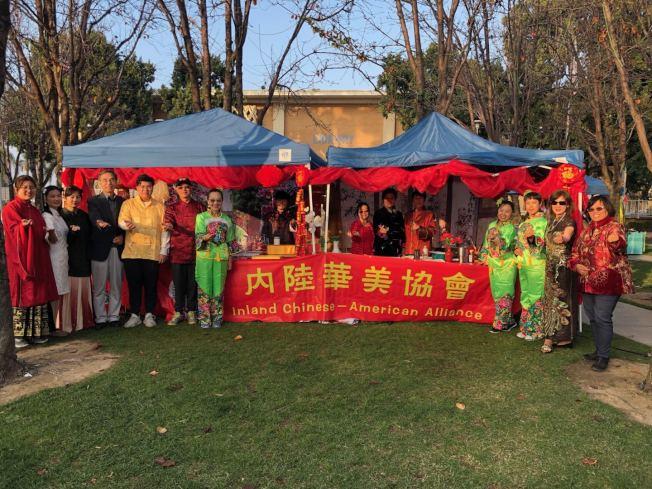 河濱農曆新年慶祝活動,內陸華美協會在活動設攤。(周克蕙提供)