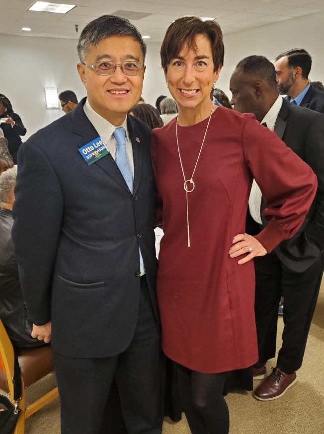 艾倫伯格(右)宣布將支持李洲曉參選聖縣議員,共同為環境保護、遊民議題致力。(圖:李洲曉提供)