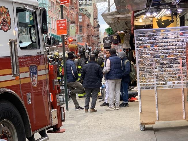 華埠茂比利街(Mulberry St)106號27日中午12時45分左右發生火災,消防人員已趕到現場將火撲滅。記者和釗宇 / 攝影
