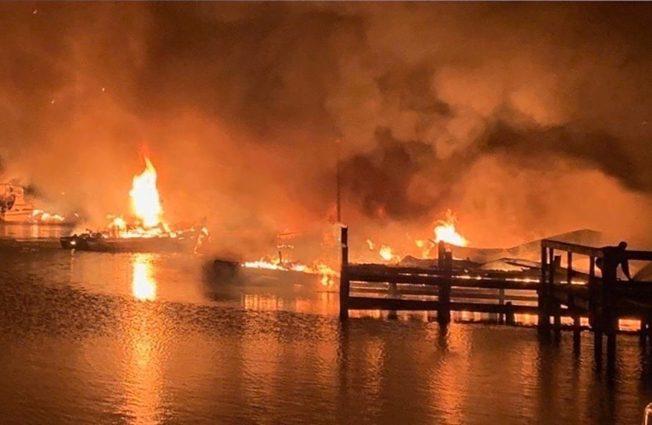 至少8死! 阿拉巴馬州火燒碼頭  船客摸黑跳水逃生