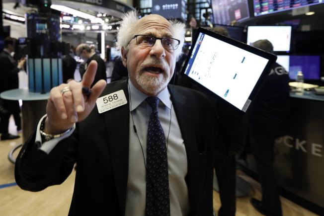 美股道瓊指數今天重挫453點,創3個多月來最差單日表現,年初以來漲幅全數回吐。(美聯社)