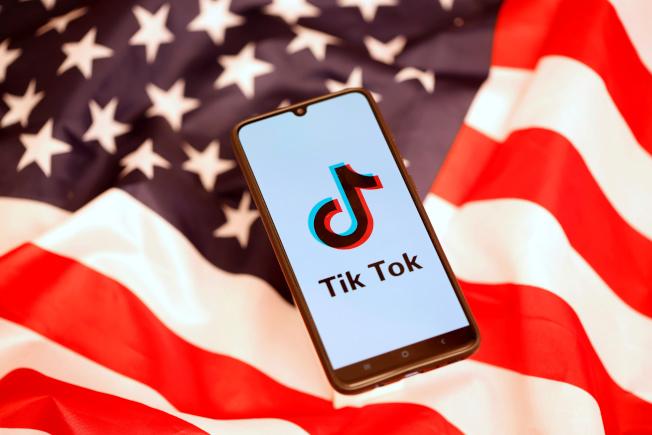 傳川普將對抖音國際版TikTok和微信採取「強而有力行動」。(路透)
