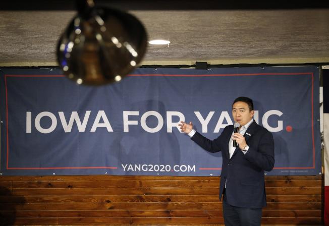 楊安澤上周在愛阿華州一場競選活動發表演說。(美聯社)