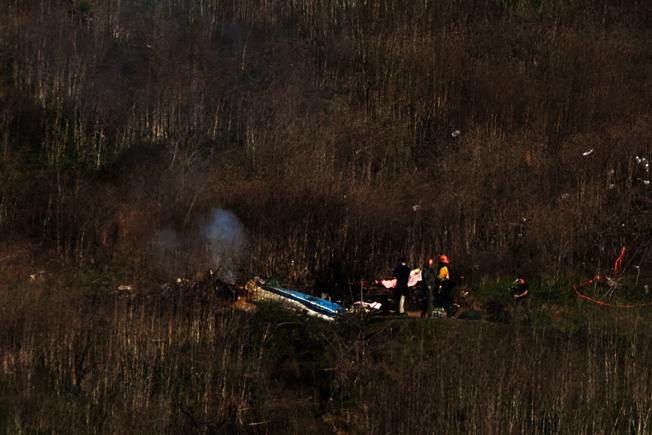 小飛俠柯比搭乘的直升機26日墜毀後,相關單位27日展開可能長達數個月的事故調查。(CBS)