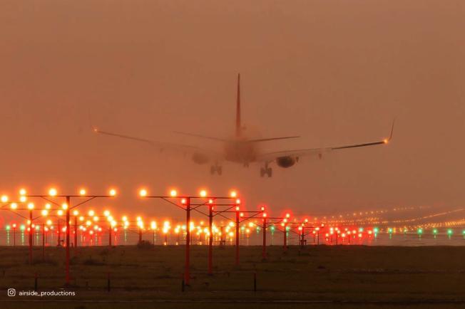 飛機降落安大略國際機場。(安大略國際機場臉書)