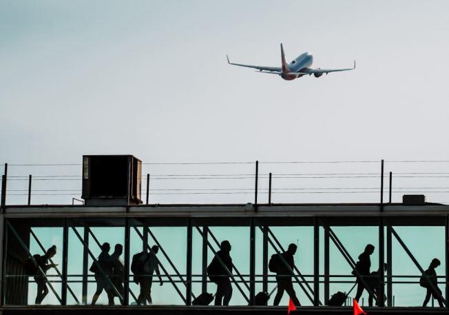 飛機從安大略國際機場起飛。(安大略國際機場臉書)