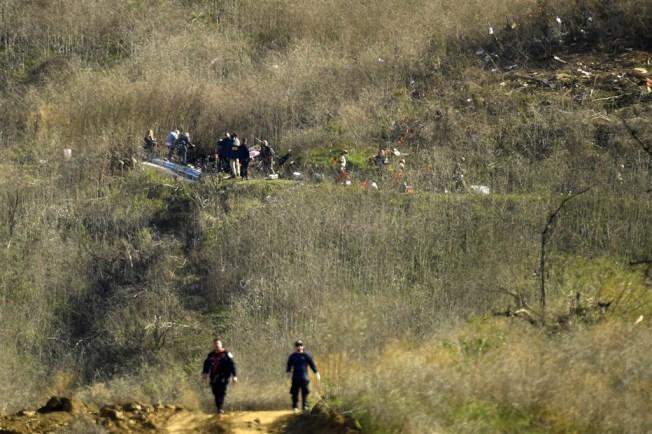 NBA傳奇球星柯比26日搭乘私人直升機墜毀,連同柯比父女機上9人全數罹難。圖為直升機墜毀現場。(美聯社)