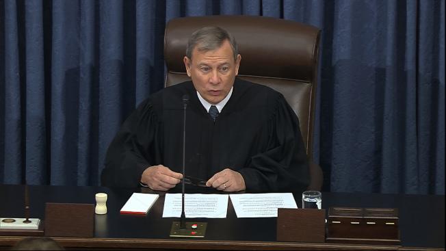 首席大法官羅伯茲(John Roberts)主持28日的彈劾審理。(美聯社)